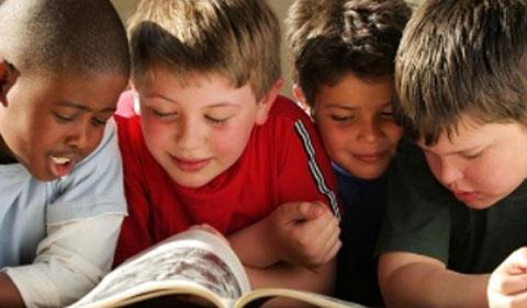 4 garçons en classe